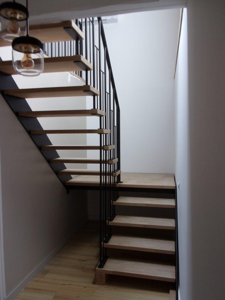 Escalier suspendu avec palier