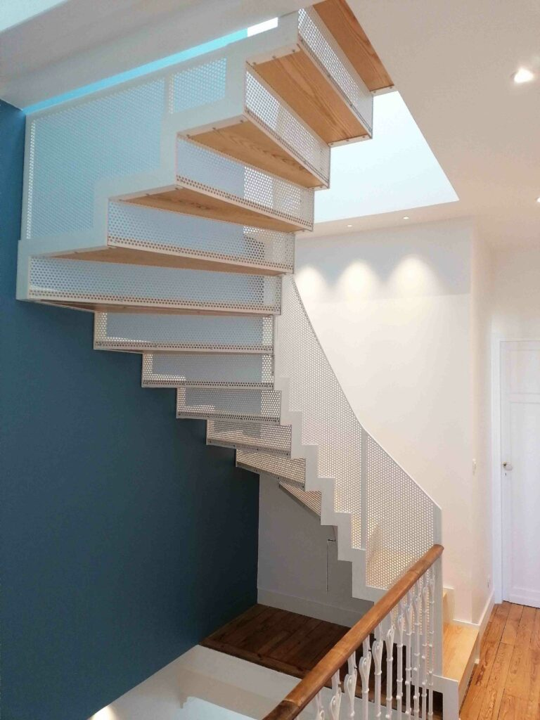 Escalier Design Blanc métal bois Bordeaux Gironde